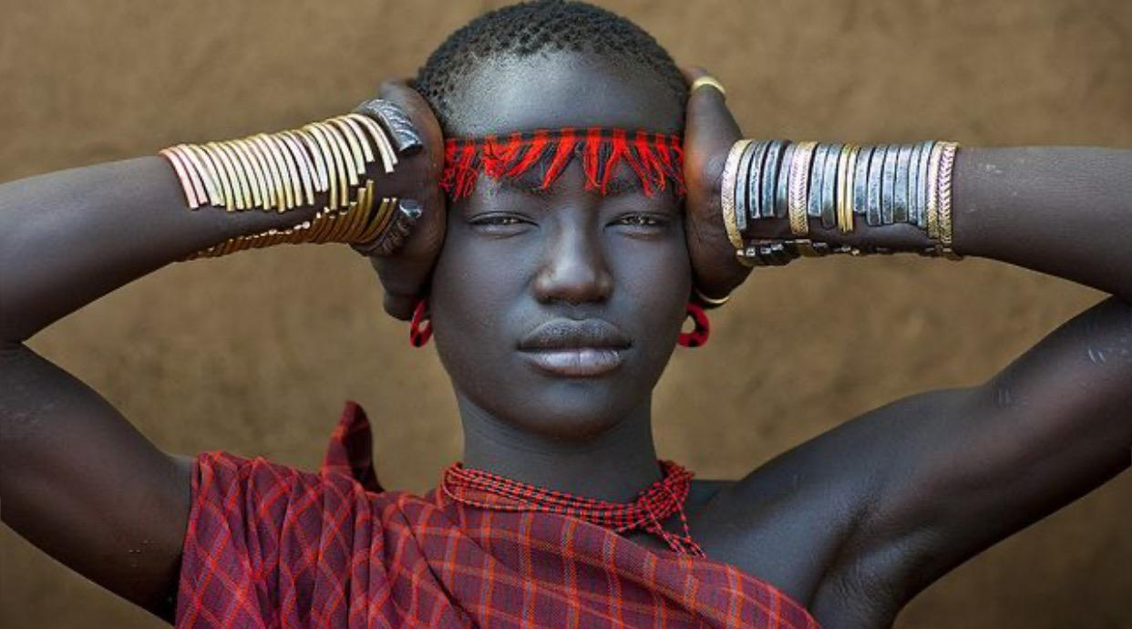 Miss Domoget, impressive Bodi tribe woman with traditional headband