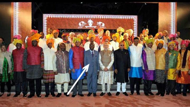 """Lion of Africa"" – Mugabe refused to wear Indian attire at Indian-Africa Forum Submit"